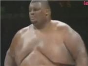 Võ thuật cực sốc: Võ sỹ 72kg đánh bại người khổng lồ ...272kg