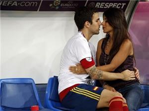 Những nàng WAGs Tây Ban Nha tỏa sáng ở trận chung kết EURO