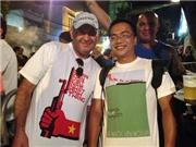 VIDEO: Người Brazil mặc áo 'Nhân dân Việt Nam nhất định thắng' nhảy Samba