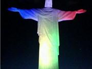 Cổ động viên Argentina cầu nguyện Chúa