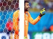 Không Buffon, Italy thắng nhờ Sirigu: Italy, trong đôi găng của 'tiền đạo' Sirigu