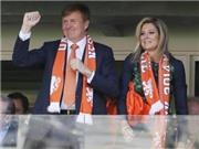 Vua và Hoàng hậu Hà Lan vào tận phòng thay đồ chúc mừng đội bóng