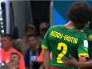 Cameroon ê chề vì Assou-Ekotto húc đầu vào đồng đội ngay trên sân