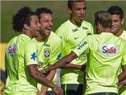Fred bất ngờ cắn đồng đội Marcelo theo phong cách Suarez