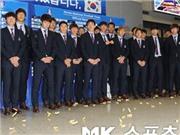 Tuyển Hàn Quốc bị fan ném kẹo, chửi rủa ngày trở về