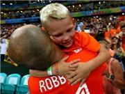 Con trai Robben thành 'sao' trận Argentina-Hà Lan nhờ... dỗi bố