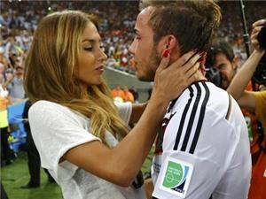 Bạn gái Goetze nổi tiếng thế giới nhờ nụ hôn mừng chiến thắng