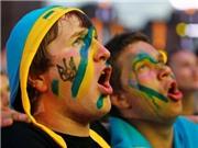 CĐV Ukraine nổi giận vì gặp khó khi đi xem EURO