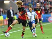 Cầu thủ Bỉ khoe kiểu tóc SIÊU DỊ trong trận thua 0-2 trước Italy