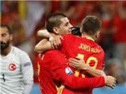 QUAY CHẬM: Alba đã việt vị trước khi kiến tạo cho Morata