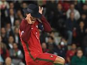 Ảnh chế: Ronaldo sợ chuột, sợ chó, sợ cả... tay Joachim Loew