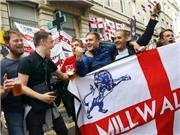 CĐV Anh và Slovakia ca hát và vui chơi cùng nhau trước thềm đại chiến