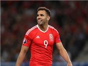 'Sát thủ' Robson-Kanu không sợ 'trung vệ thép' Pepe