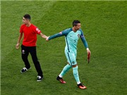 Fan cuồng CƯỚP SHOW của Cristiano Ronaldo ở trận gặp xứ Wales