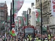 Xứ Wales được chào đón như những người hùng ở quê nhà
