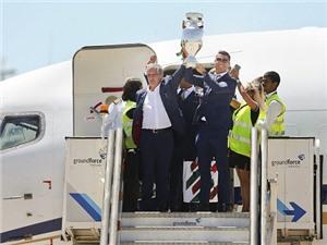 Biển người chào đón Ronaldo và Cúp vô địch EURO 2016