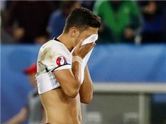Thất bại ở EURO 2016, Mesut Oezil tìm đến hộp đêm Hollywood để... xả hơi