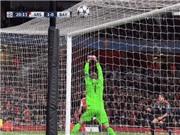 Fan sốc với pha cản phá hài hước của Manuel Neuer