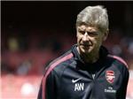 """HLV Wenger chỉ trích chiến thuật """"bóng bầu dục"""""""