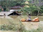 Lo vỡ đê ở Nghệ An, vỡ đập ở Hà Tĩnh