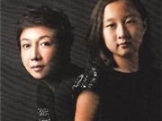 """Con """"rơi"""" của Thành Long xuất hiện trên bìa tạp chí"""