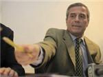 """HLV đội tuyển Uruguay bị """"tấn công"""""""