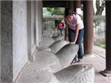 Sờ đầu rùa và chạm vào lịch sử
