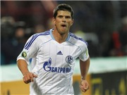 "Man United ""chấm"" Huntelaar thay Berbatov"