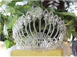 Hoa hậu Các dân tộc đổi vương miện vào phút chót
