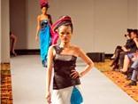 Tuyết Lan trình diễn thời trang phong cách Ấn Độ tại Mỹ
