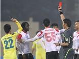 Câu chuyện trọng tài ở V-League: Lạ mà không lạ