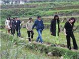Đào Anh Khánh gặp người cùng khổ ở Hà Giang