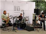 Nối tiếp nhạc cổ điển jazz được chơi ngay tại vỉa hè