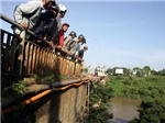 Những người đầu tiên lao xuống sông Sêrêpôk cứu hộ