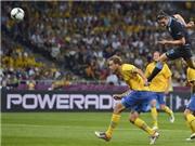 Vì sao nhiều bàn thắng bằng đầu ở EURO 2012: Thêm trọng tài và do bóng