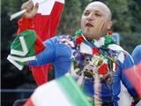 Cổ động viên Italia tấp nập hành quân về Ukraina