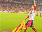 Pique cắt lưới làm kỷ niệm, Ramos khiêu khích CĐV Italia