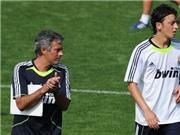 """Mourinho muốn Oezil phải """"đa dạng"""" hơn"""