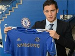 Hazard mặc áo của Bosingwa để lại tại Chelsea