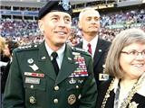 """Giám đốc CIA từ chức vì ngoại tình: Những quan chức """"ngã ngựa"""" vì đàn bà"""