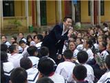 Tùng Dương về Bắc Giang thăm thầy cô