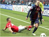 Iniesta, người vẽ tranh trên sân cỏ