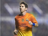 Messi tặng luôn chiếc áo đấu lịch sử cho đối thủ