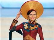 Chiêm ngưỡng Diễm Hương thướt tha áo dài tại Miss Universe