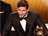 """Messi """"copy"""" phong cách của Maradona dự Gala"""