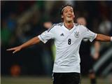 Oezil xuất sắc nhất nước Đức năm 2012
