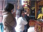 Người Việt cầm Iphone, Ipad... đọc bài cúng Tết