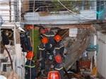 Nổ lớn làm sập ba căn nhà ở TP.HCM lúc nửa đêm
