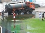 VIDEO: Pha đá phạt góc ở điều kiện tệ chưa từng thấy