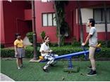 Vợ chồng Hồ Hoài Anh chơi bập bênh với các 'thiên thần' The Voice Kids